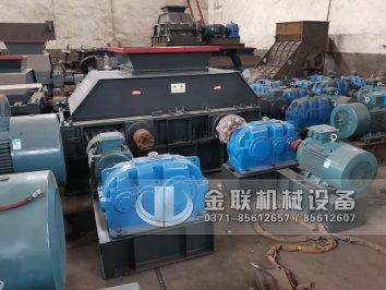 大型双齿辊破碎机 无轴托辊滚筒筛分机发往上海