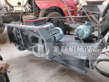4台小型对辊破碎机生产线发货图片